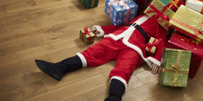 Santa_Pile_Of_Presents-1024x512
